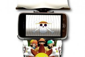 one-piece-ntt-docomo-nec-n02e-thousand-sunny-dock-smartphone (2)
