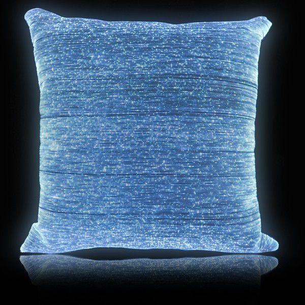 Fibre Optique Deco Acheter : Un couvre lit et des oreillers lumineux réalisés avec du
