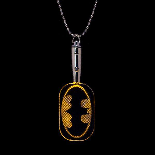 batman-led-light-up-dog-tag-pendentif-2 [600 x 600]