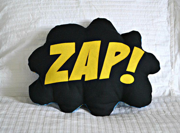 coussin-super-hero-bam-zap-pow-marvel-dc-comics [750 x 533]