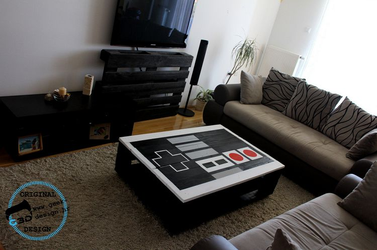 une table basse nintendo nes r alis e avec des palettes. Black Bedroom Furniture Sets. Home Design Ideas