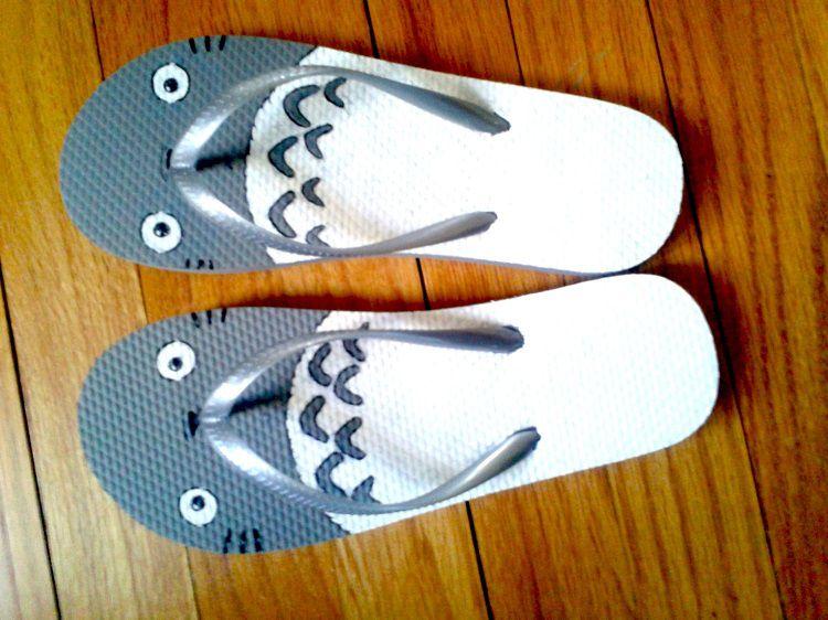 totoro-tong-ghibli-shoes-3 [750 x 562]