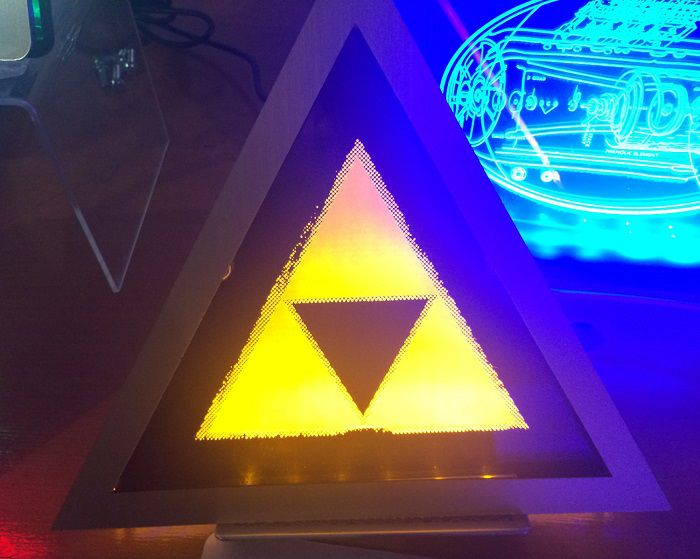 light-art-zelda-triforce-tableau-led-lumineux-2 [700 x 559]
