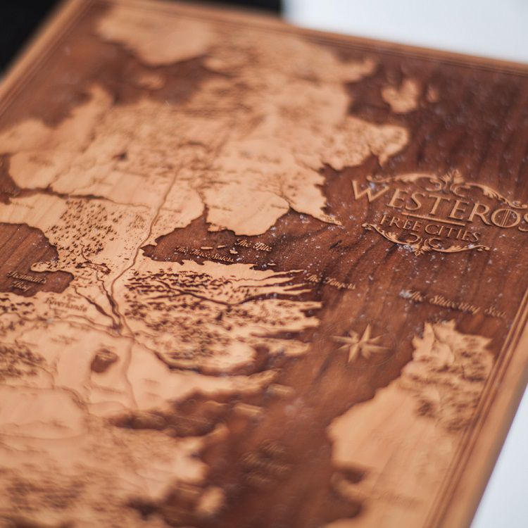 spacewolf-gravure-bois-tableau-game-of-thorne-carte-map-Westeros-2 [750 x 750]