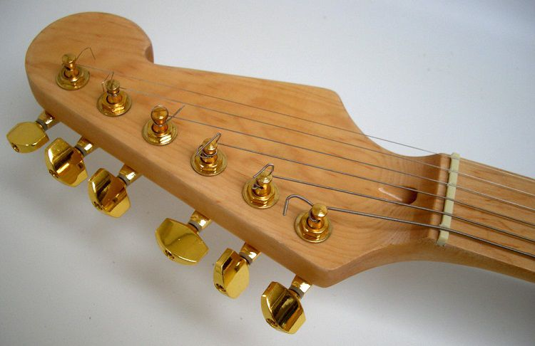 star-wars-guitare-c3po-2 [750 x 486]