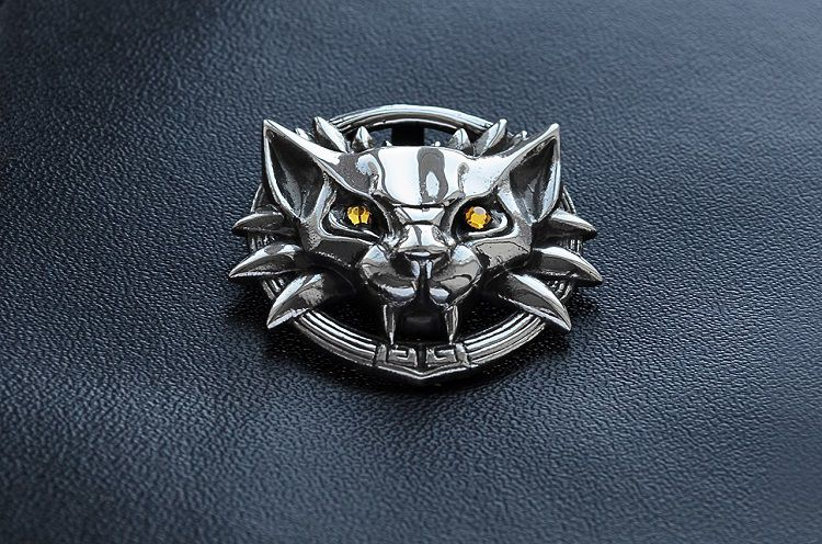 medaillon-witcher-2-pendentif-collier-ecole-chat [750 x 496]