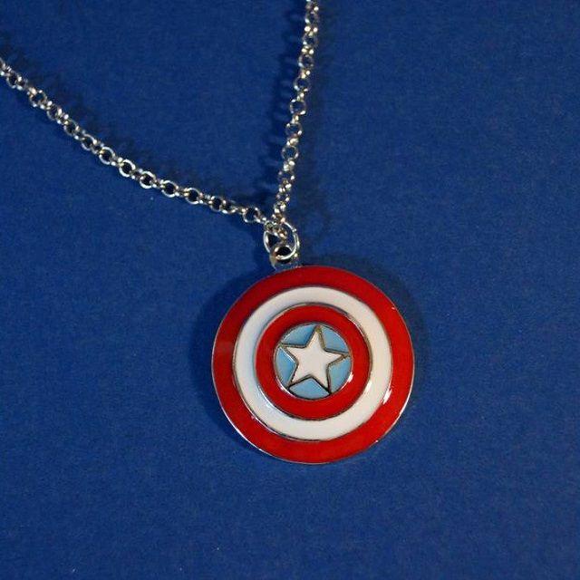 pendentif-bouclier-captain-america-collier-medaillon-avengers [640 x 640]