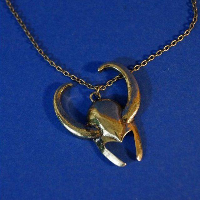 pendentif-loki-casque-collier-medaillon-avengers-2 [640 x 640]