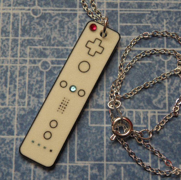 collier-pendentif-nintendo-wii-manette-controleur [700 x 694]