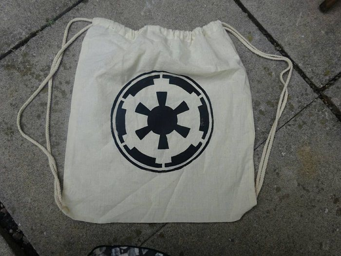 sac-star-wars-stormtrooper-empire-shopping-2 [700 x 525]