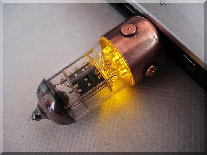 cle-usb-steampunk-tube-radio-flashdrive-orange [700 x 525]