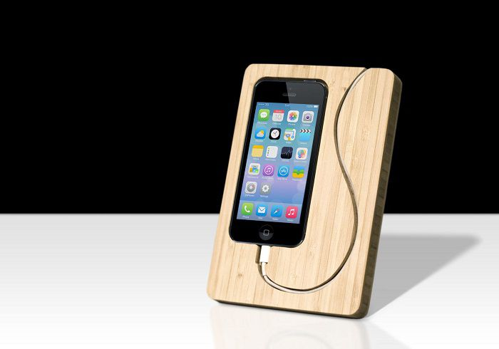 iphone-5-dock-bambou-apple-bois [700 x 480]