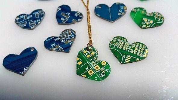 pendentif-circuit-imprime-ordinateur-coeur-2 [591 x 332]