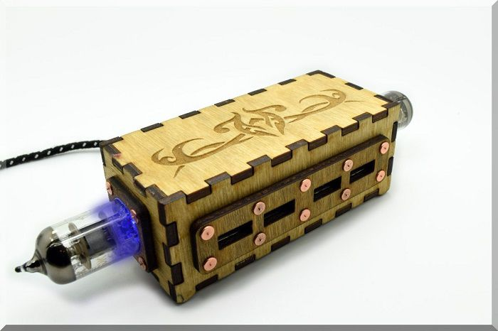 hub-usb-steampunk-double-tube-pentode-oppose-4-ports-2 [700 x 466]
