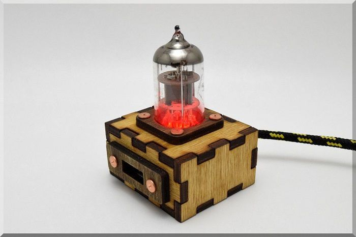 hub-usb-steampunk-tube-pentode-rouge [700 x 466]