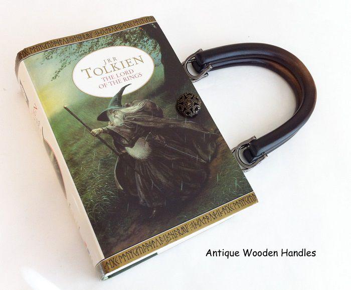 sac-main-livre-lord-rings-seigneur-anneaux [700 x 578]