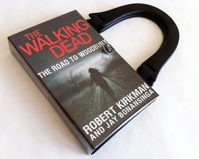 sac-main-livre-walking-dead-woodbury [700 x 560]