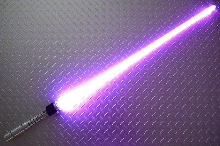 star-wars-sabre-laser-mara-jade-cosplay-2 [750 x 500]