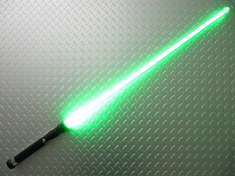 star-wars-sabre-laser-qui-gon-jinn-cosplay-2 [750 x 500]