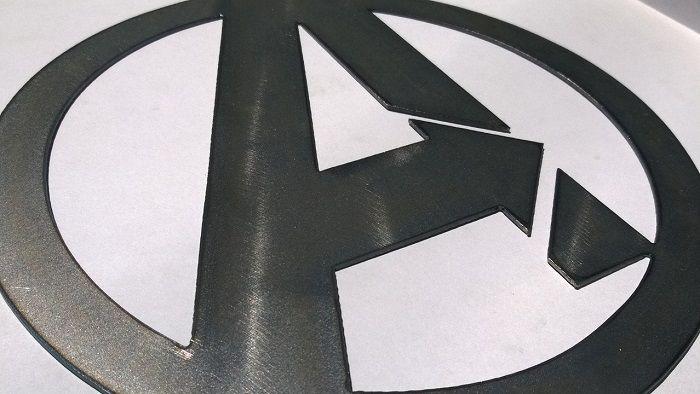 avenger-panneau-mural-marvel-logo-metal-acier-plaque-decoration [700 x 394]