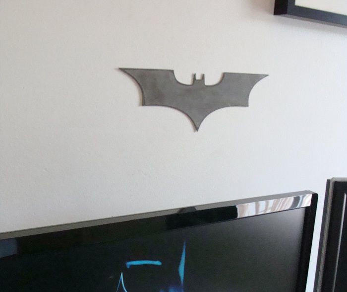batman-dc-comics-logo-dark-knight-panneau-mural-metal-acier-plaque-decoration [700 x 588]