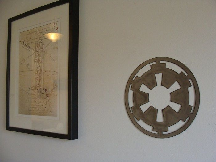 star-wars-logo-empire-panneau-mural-metal-acier-plaque-decoration [700 x 525]