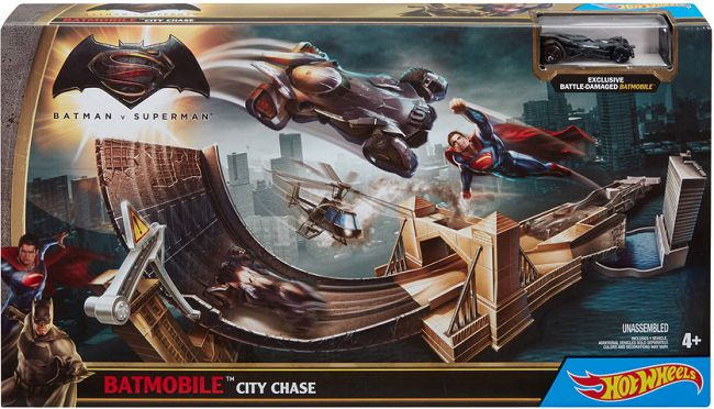 hot-wheels-circuit-batmobile-2016-batman-v-superman-city-chase [650 x 372]