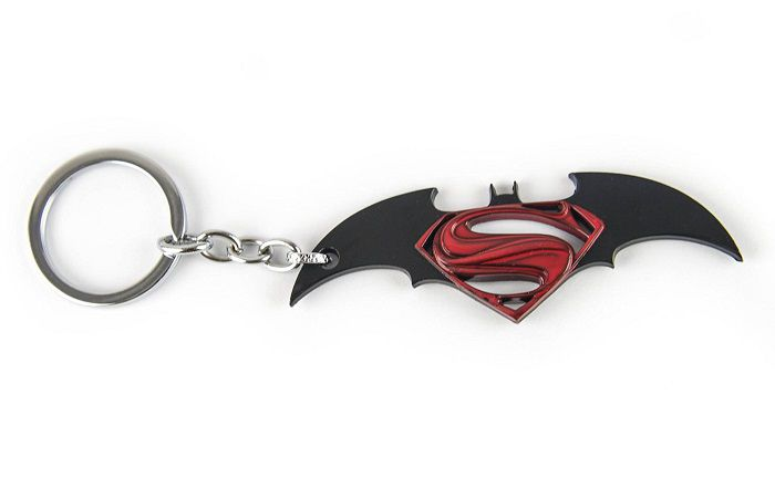porte-cles-batman-v-superman-logo-film-noir-rouge [750 x 450]
