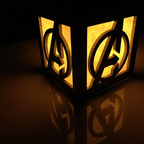 avengers-logo-boite-lumiere-light-box-marvel-decoration-2 [600 x 600]