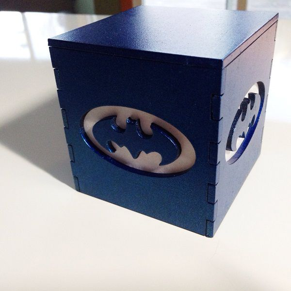 batman-classique-logo-boite-lumiere-light-box-dc-comics-decoration [600 x 600] (1)