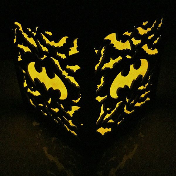 batman-logo-boite-lumiere-light-box-dc-comics-decoration-2 [600 x 600]