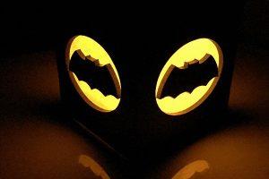 batman-nouveau-logo-boite-lumiere-light-box-dc-comics-decoration-2 [600 x 600]