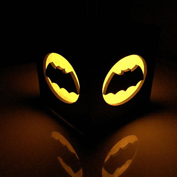 batman-nouveau-logo-boite-lumiere-light-box-dc-comics-decoration-2 [600 x 600]