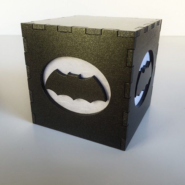 batman-nouveau-logo-boite-lumiere-light-box-dc-comics-decoration [600 x 600]