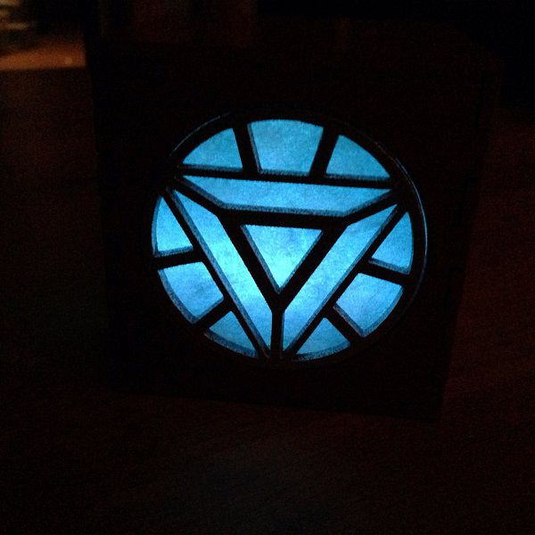 iron-man-arc-reactor-boite-lumiere-light-box-marvel-decoration-2 [600 x 600]