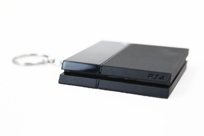 porte-cles-playstation-4-ps4-console-sony-2 [700 x 466]
