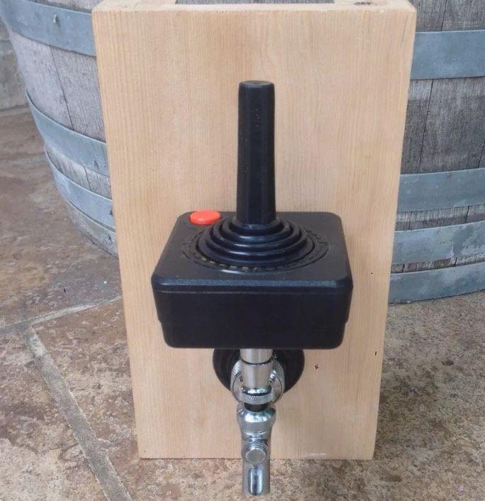 atari-2600-manette-controlleur-pompe-tireuse-levier-biere [684 x 706]