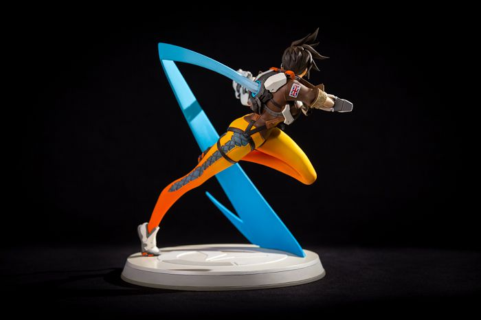 overwatch-tracer-figurine-blizzcon-dos [700 x 466]