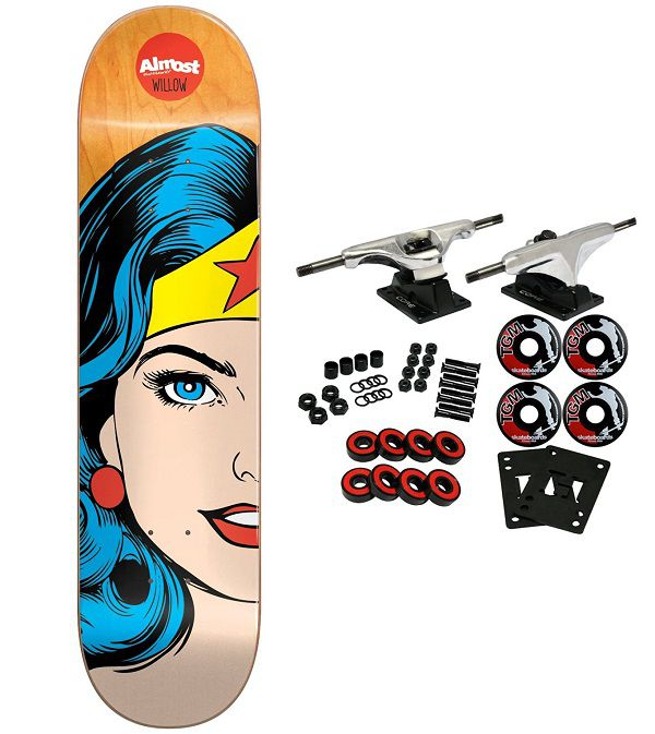 dc-comics-wonder-woman-split-face-skateboard-almost-planche-600-x-673