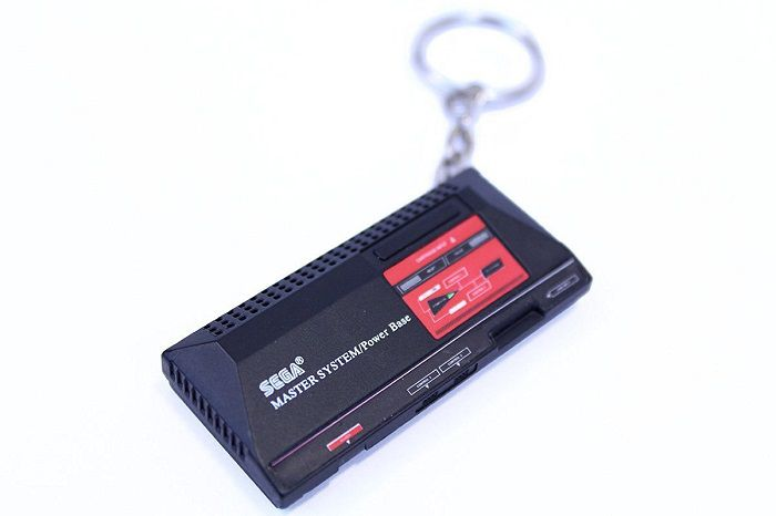 porte-cles-sega-master-system-console-salon-retrogaming-700-x-466