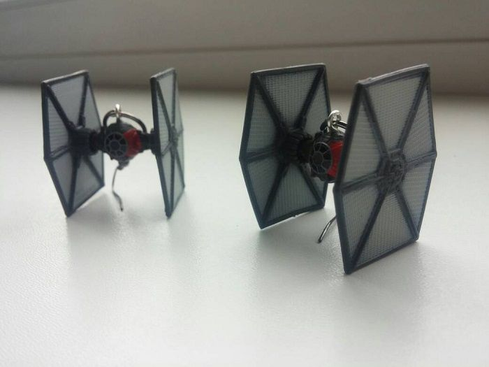 star-wars-boucles-oreilles-tie-chasseur-vaisseau-spatial-empire-2-700-x-525
