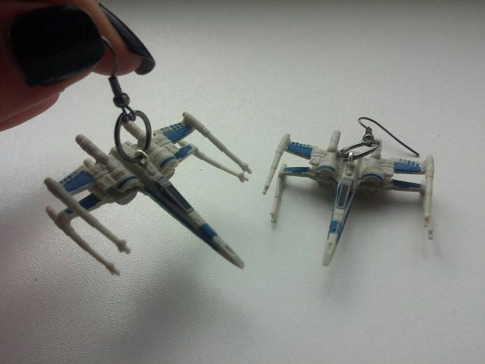 star-wars-boucles-oreilles-x-wing-vaisseau-spatial-empire-2-700-x-525