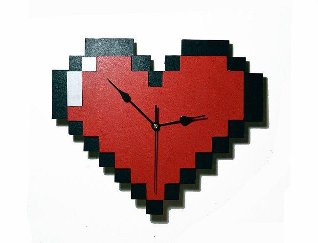 horloge-coeur-8-bits-legend-of-zelda-murale-nintendo-650-x-496