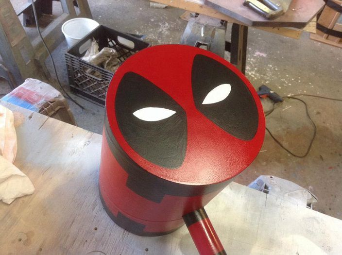 marteau-deadpool-comics-replique-cosplay-marvel-704-x-525