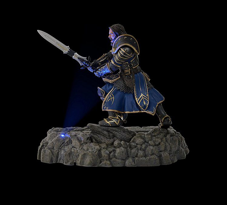 warcraft-lothar-dock-figurine-smartphone-led-750-678