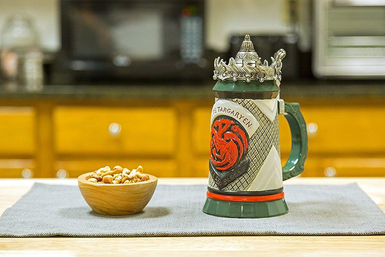 4 chopes à bière stein game of thrones : stark, lannister..
