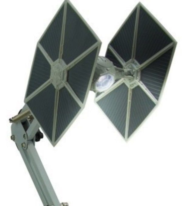 une lampe star wars chasseur tie pour le bureau du fan. Black Bedroom Furniture Sets. Home Design Ideas
