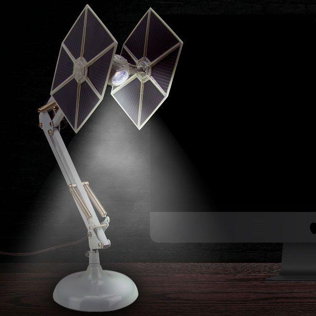 une lampe star wars chasseur tie pour le bureau du fan. Black Bedroom Furniture Sets. Home Design Ideas