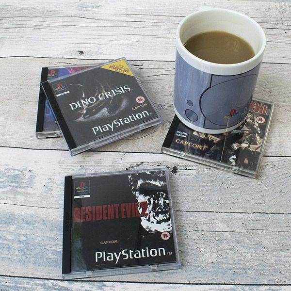 3 sets collectors sont pour le moment disponibles avec pour thème les jeux  vidéo emblématiques de cette machine. d623184f5d9a