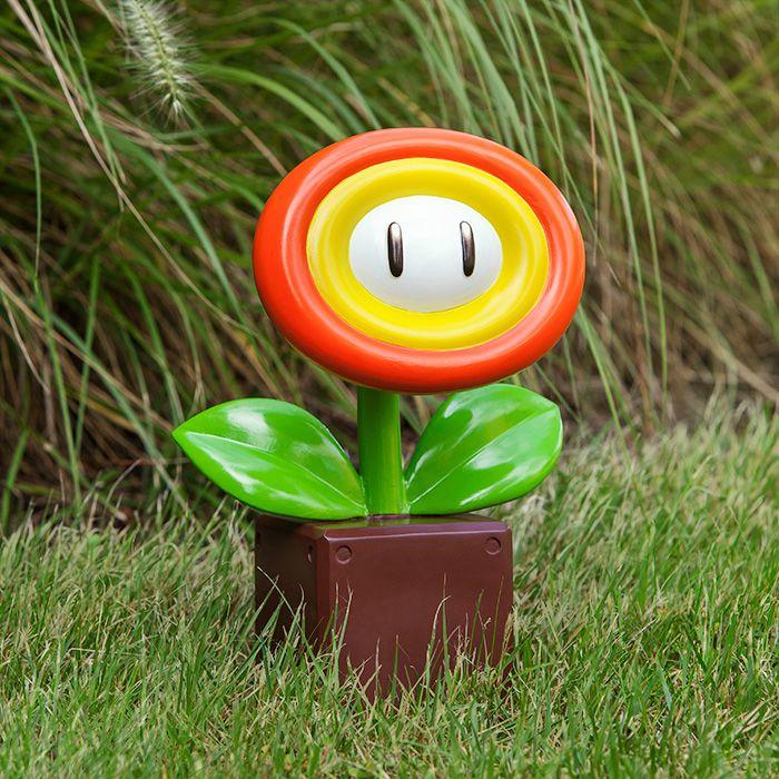 Une statue de jardin Super Mario Nintendo Fleur de feu